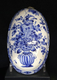 Brush with chinoiserie floral vase motif